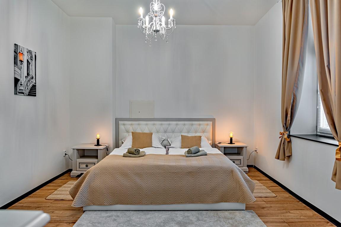 12 - béžový pokoj